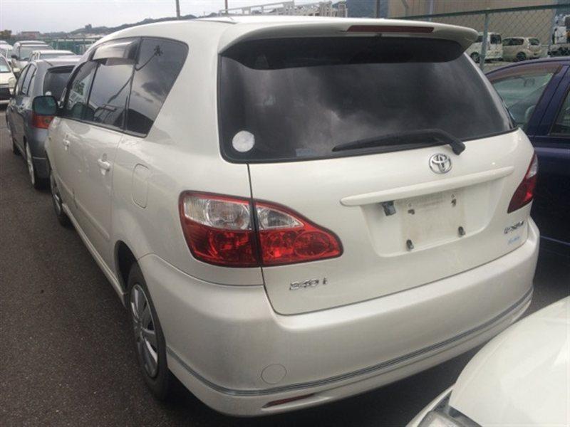 Фонарь задний Toyota Ipsum ACM26 2005 левый (б/у)