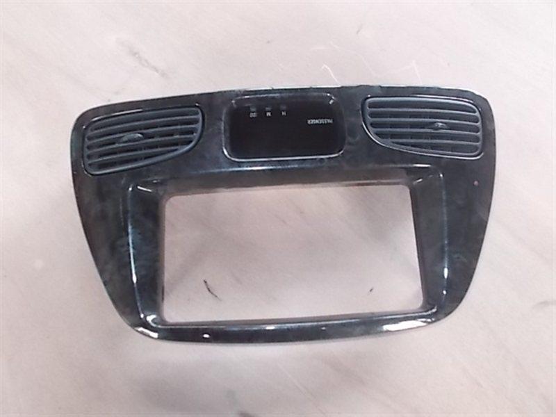 Консоль магнитофона Toyota Noah CR40 2000 (б/у)