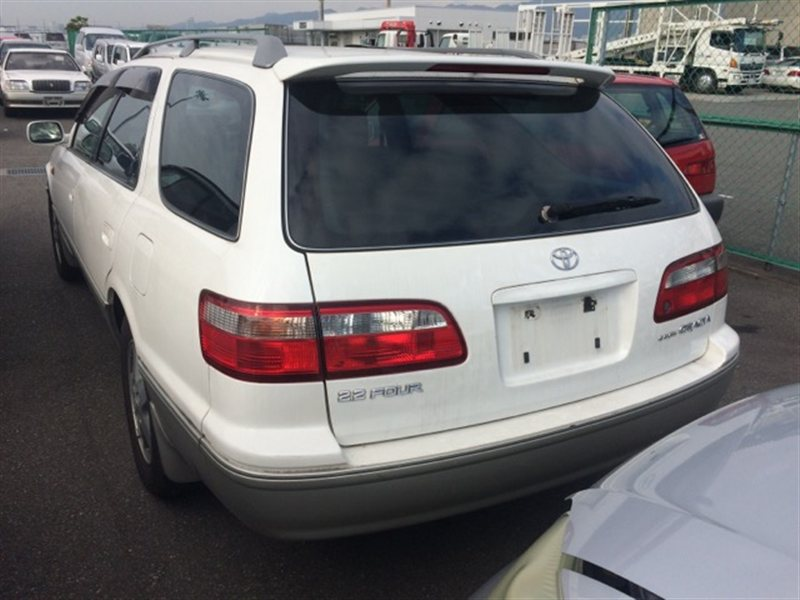 Фонарь задний Toyota Camry Gracia SXV25 1999 правый (б/у)
