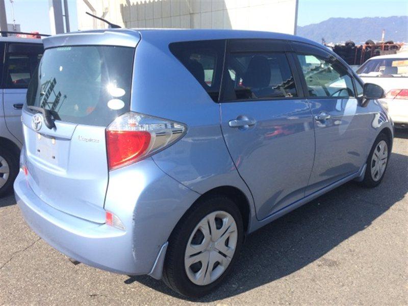 Фонарь задний Toyota Ractis NCP120 2010 правый (б/у)