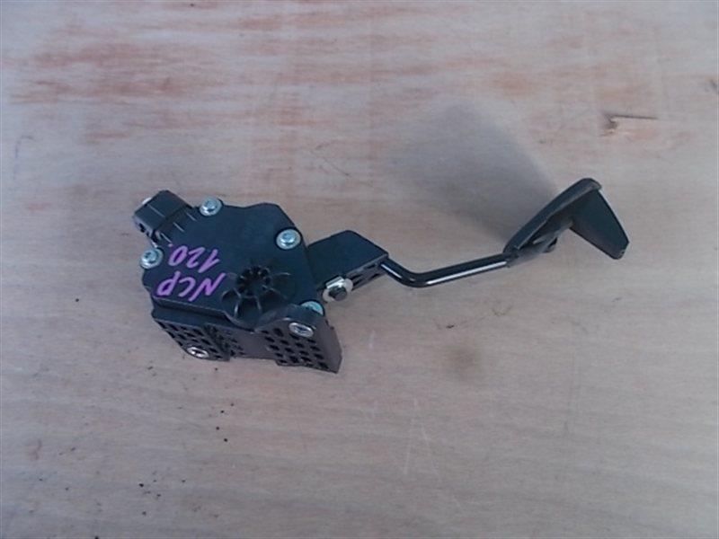 Педаль подачи топлива Toyota Ractis NCP120 1NZ 2010 (б/у)