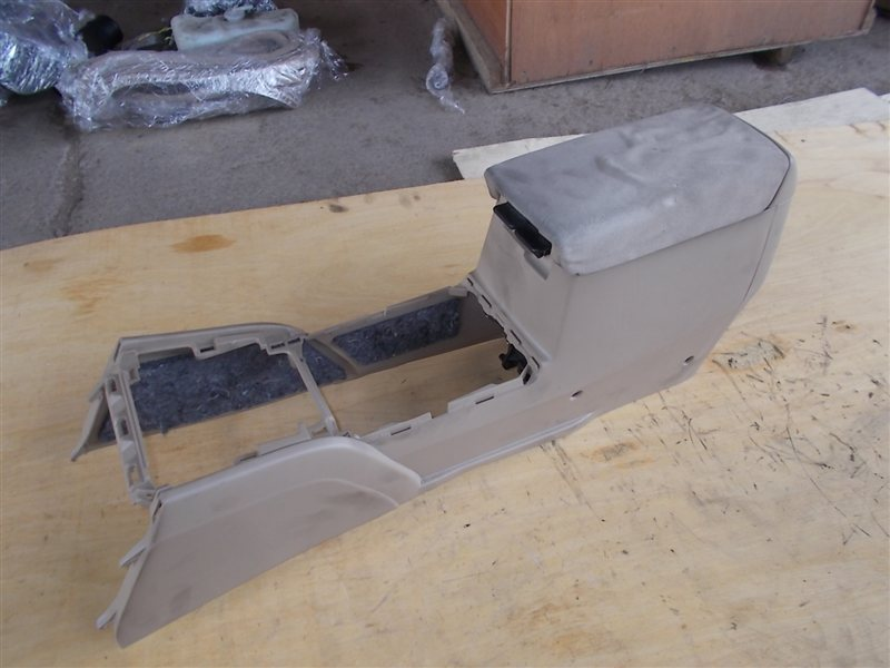 Бардачок между сиденьями Honda Accord CL9 (б/у)