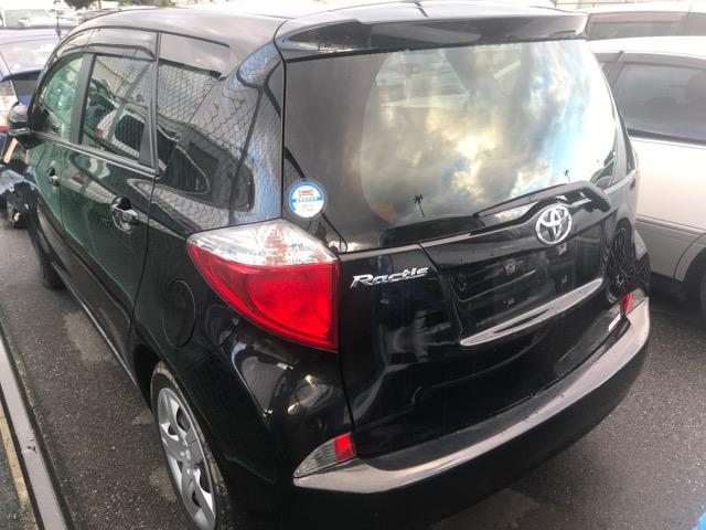 Фонарь задний Toyota Ractis NCP120 1NZ 2011 левый (б/у)