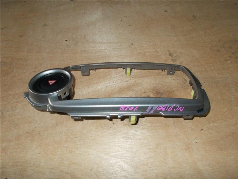 Консоль магнитофона Toyota Vitz NSP130 1NR 2011 (б/у)