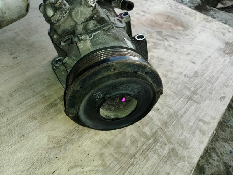 Компрессор кондиционера Toyota Isis ZGM15 2ZRFAE (б/у)