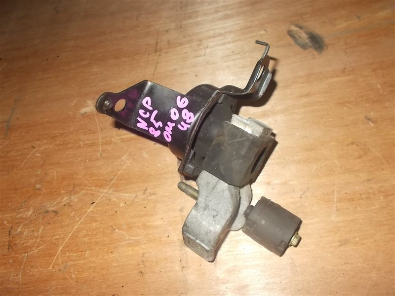 Подушка двигателя Toyota Sienta NCP85 1NZ 2004 (б/у)