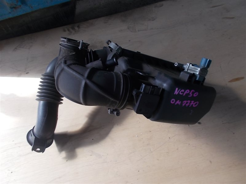 Корпус воздушного фильтра Toyota Probox NCP50 2NZ 2011 (б/у)