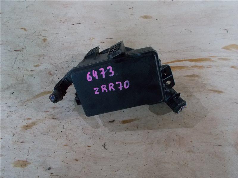 Блок предохранителей Toyota Voxy ZRR70 (б/у)