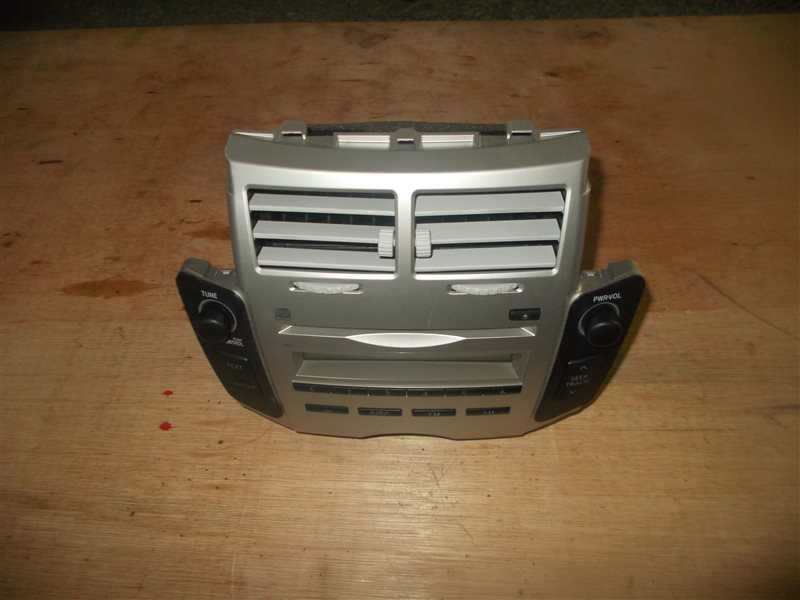Магнитофон Toyota Vitz KSP90 1KR 2006 (б/у)
