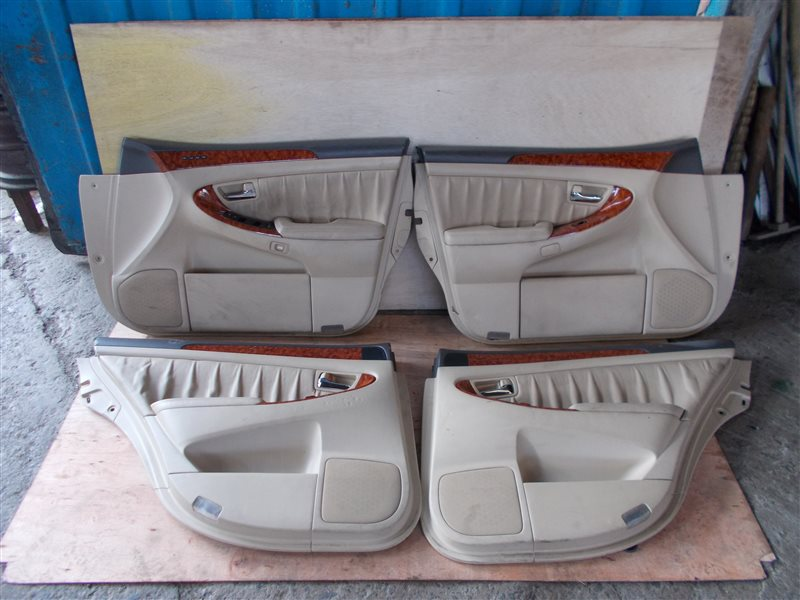 Обшивка дверей Toyota Crown GRS182 3GR 2004 (б/у)