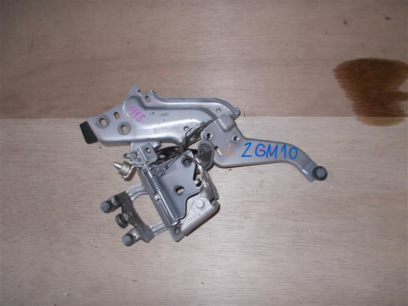 Ролик раздвижной двери Toyota Isis ZGM10 2ZR-FAE 2010 левый (б/у)