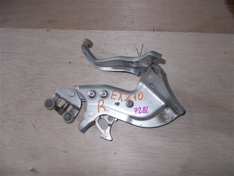 Ролик раздвижной двери Toyota Raum EXZ10 5E-FE 2001 правый (б/у)