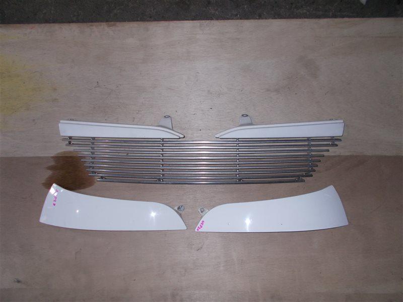 Решетка радиатора Toyota Funcargo NCP20 (б/у)