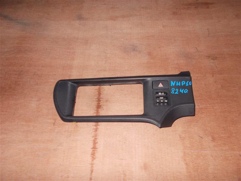 Консоль магнитофона Toyota Aqua NHP10 1NZ-FXE 2012 (б/у)