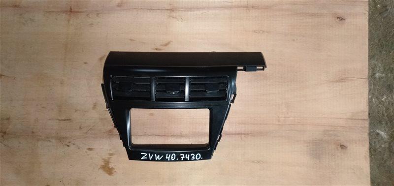 Консоль магнитофона Toyota Prius Alpha ZVW40 2ZR-FXE 2011 (б/у)