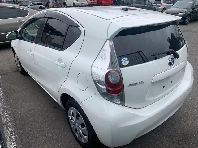 Дверь Toyota Aqua NHP10 1NZ-FXE 2012 передняя левая (б/у)