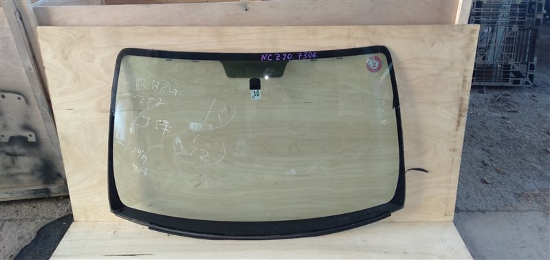 Стекло лобовое Toyota Raum NCZ20 1NZ 2007 (б/у)