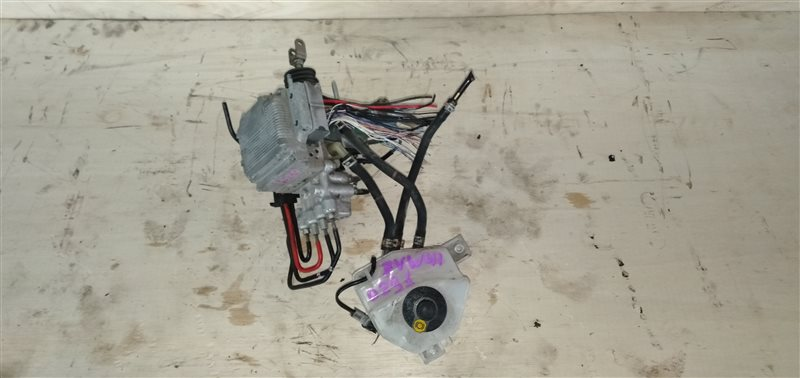 Главный тормозной цилиндр Toyota Prius Alpha ZVW41 2ZR-FXE 2011 (б/у)