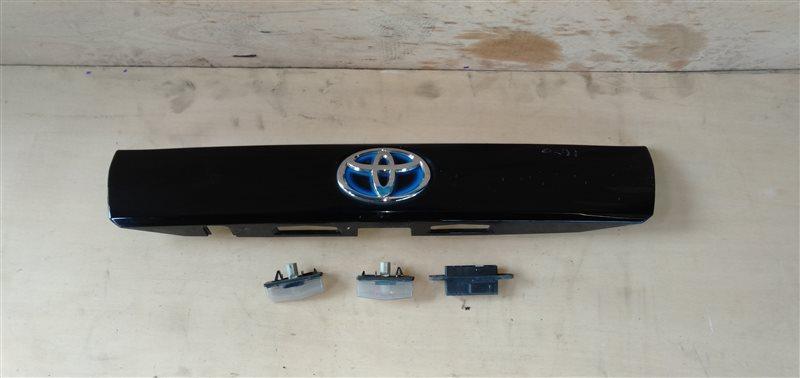 Накладка 5-й двери Toyota Prius Alpha ZVW41 2ZR-FXE 2011 (б/у)