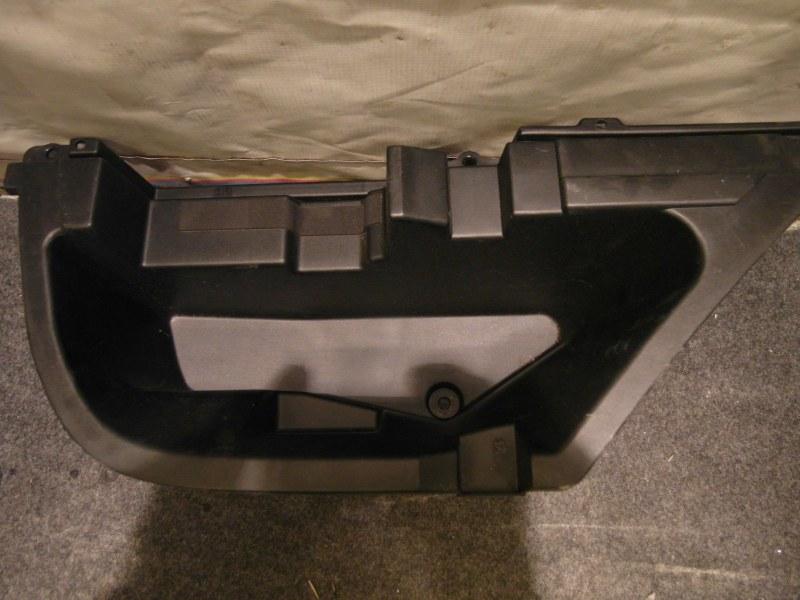 Обшивка багажника Toyota Harrier ACU30 правая