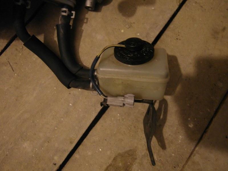 Бачок для тормозной жидкости Toyota Harrier MCU15
