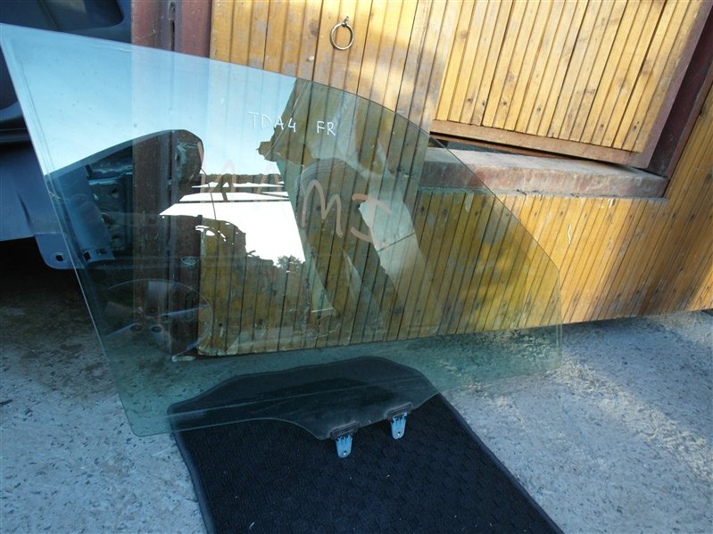Стекло двери Suzuki Escudo/grand Vitara TDA4 J24B 2008 переднее правое
