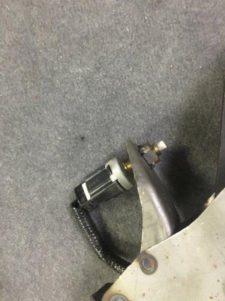 Концевик под педаль тормоза Toyota Harrier MCU15 1998