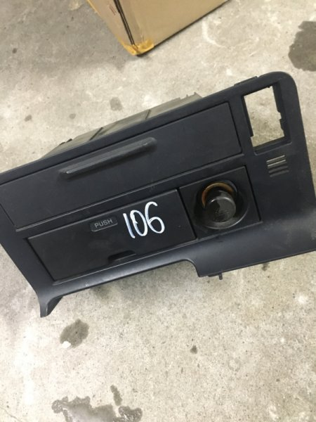 Консоль панели приборов Toyota Hiace/regiusace KZH106W 1KZ-FE 1995