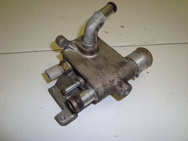 Фланец охлаждения двигателя Ford C-Max AODA 2006 (б/у)