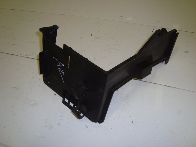 Накладка корпуса аккумулятора Ford Focus 2 HWDA 2006 (б/у)