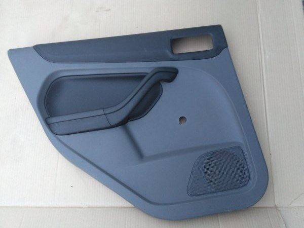Обшивка двери Ford Focus 2 задняя левая (б/у)