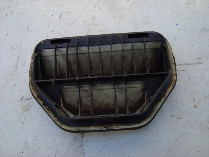 Решетка вентиляционная Ford Focus 1 1.8 115 Л.С. (б/у)