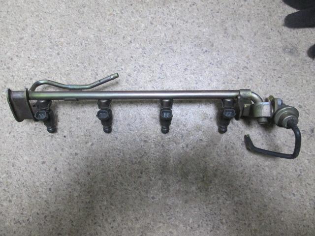 топливаня рейка Nissan SR20 б/у 00-