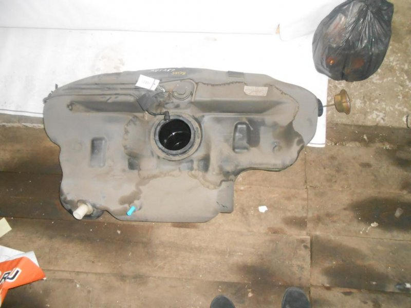 бензобак Toyota Avensis AZT250/AZT251 б/у