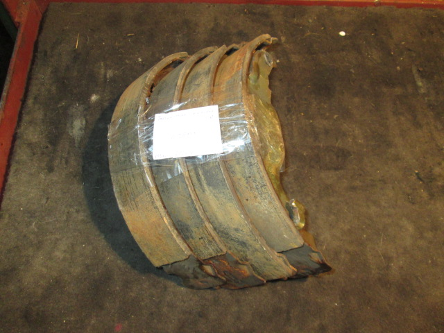 тормозные колодки задние Toyota NZE121 б/у барабан