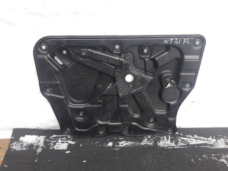 Панель двери Nissan X-Trail T31 передний левый (б/у)