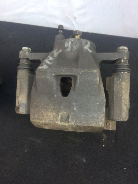 Суппорт Toyota Vitz SCP90 передний правый (б/у)