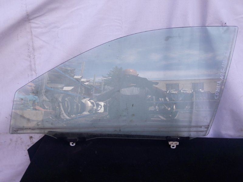 Стекло двери Toyota Allex NZE120 переднее левое (б/у)