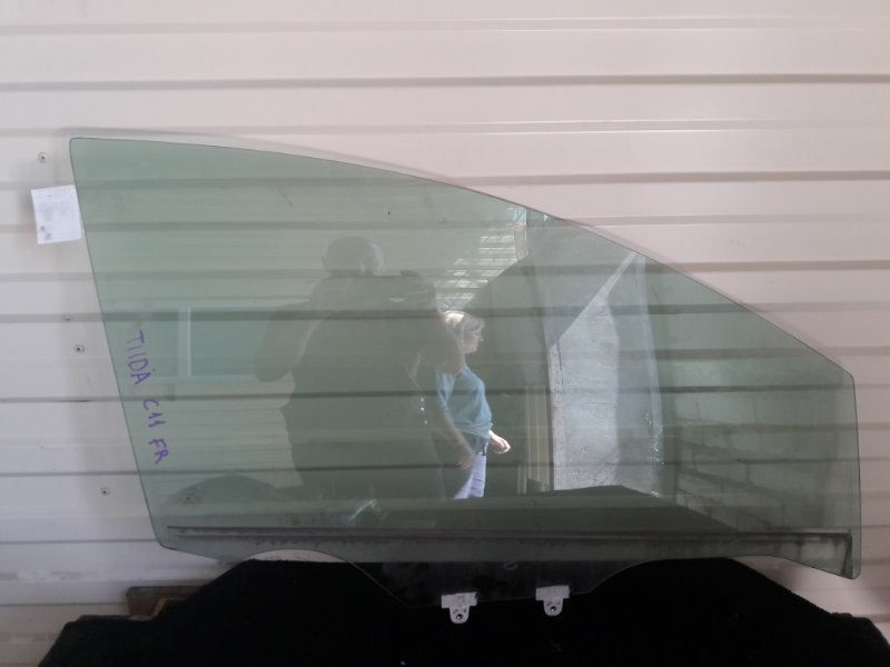 Стекло Nissan Tiida C11 переднее правое (б/у)