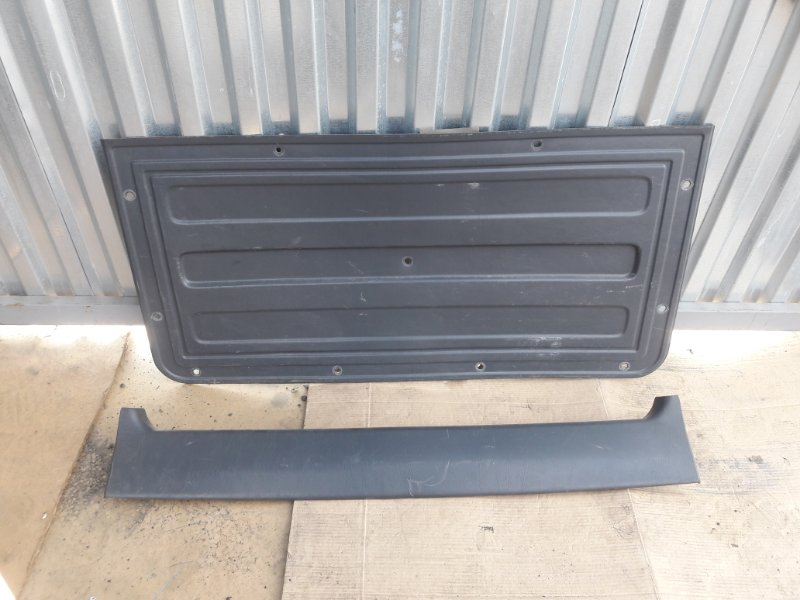 Обшивка двери багажника Toyota Rav 4 SXA11 (б/у)
