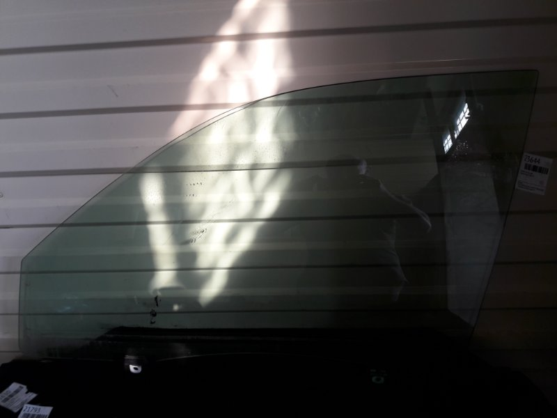 Стекло Toyota Kluger ACU20 переднее левое (б/у)