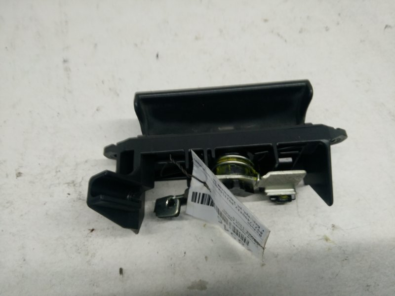 Ручка задней двери Toyota Voxy AZR60 (б/у)