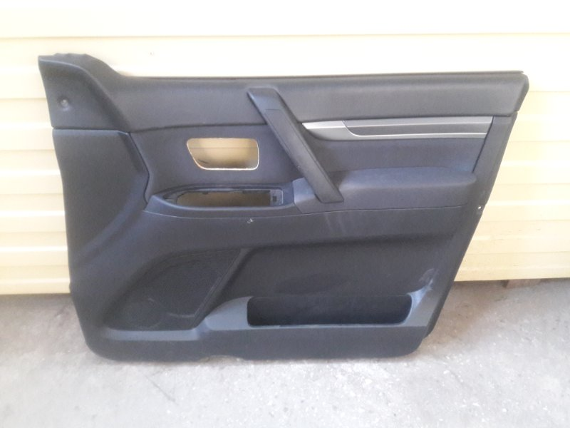 Обшивка двери Mitsubishi Pajero V93W 6G72 2006 передняя правая (б/у)