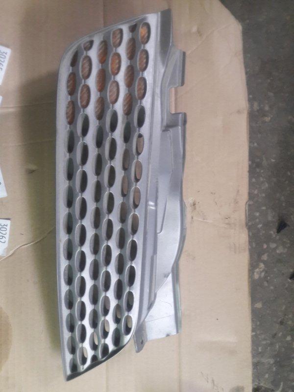 Решетка радиатора Nissan March K12 2002 правая (б/у)