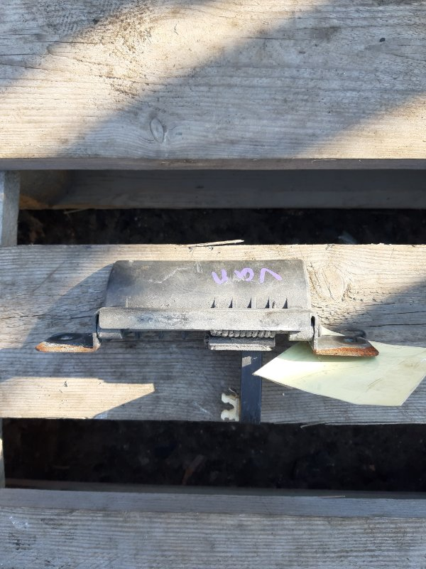 Ручка двери задней Mazda Bongo SKP2M (б/у)