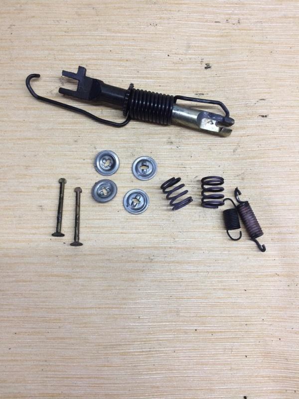 Механизм стояночного тормоза Toyota Ipsum SXM10 задний правый (б/у)