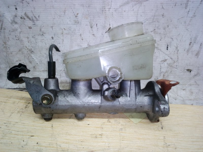 Главный тормозной цилиндр Toyota Altezza GXE10 (б/у)