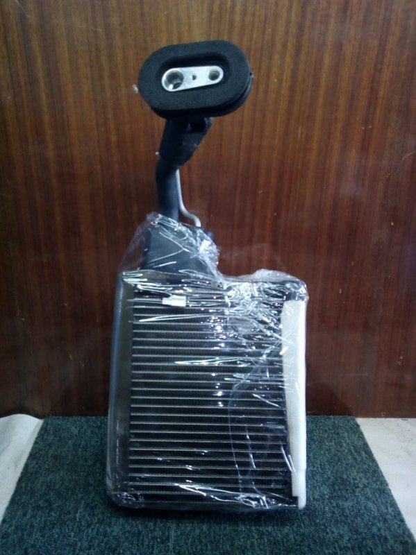 Радиатор кондиционера салонный Suzuki Escudo TL52W J20A 2002 (б/у)