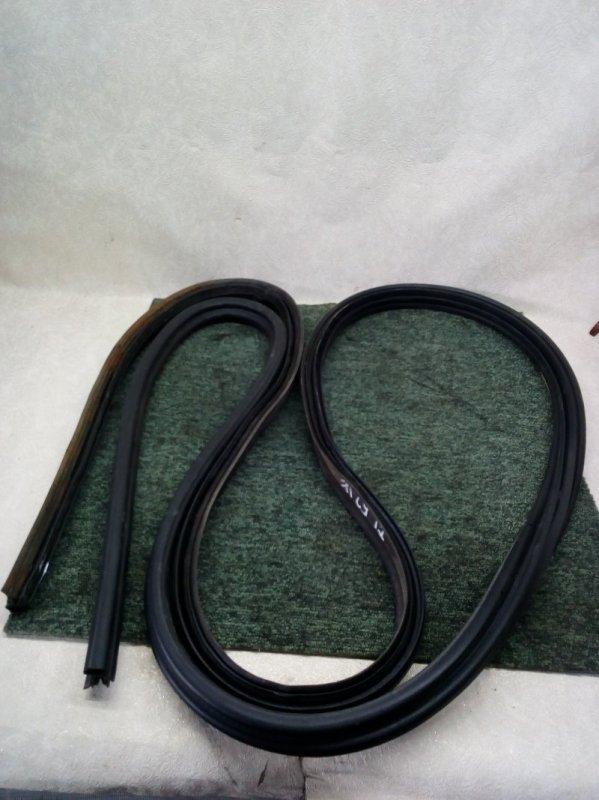 Уплотнительная резинка двери багажника Suzuki Escudo TL52W J20A 2002 (б/у)
