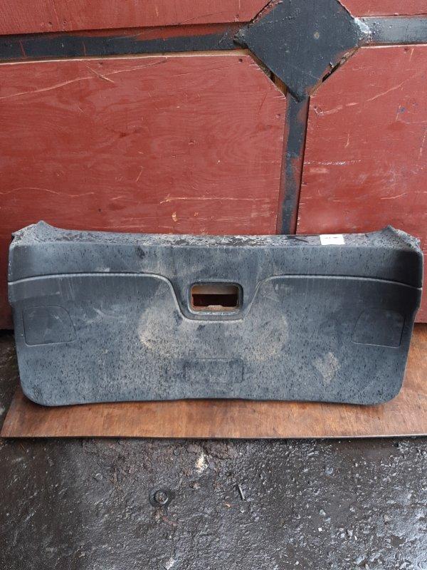 Обшивка двери багажника Nissan Wingroad Y12 (б/у)